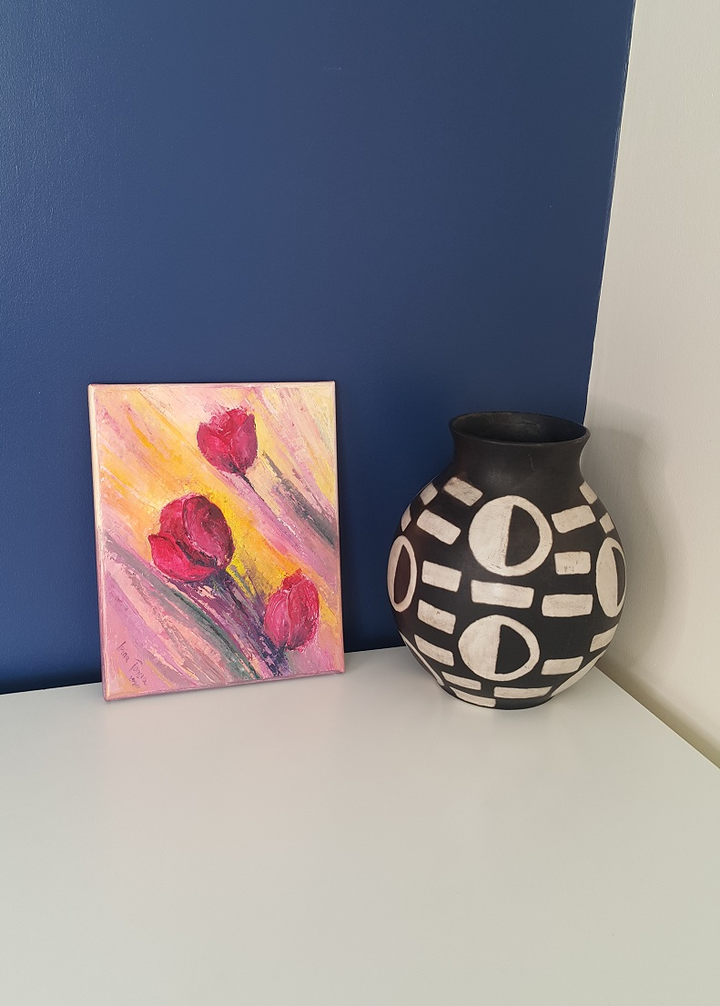 fire-wales-lockdown-tear3-london-red-tulips-interior-decor-home-blue-wall-irina-tanevatulip-